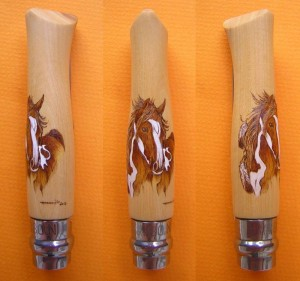 Opinel custom N°8 en buis, pyrogravure cheval